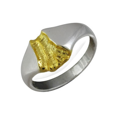The Gold Stream, ring