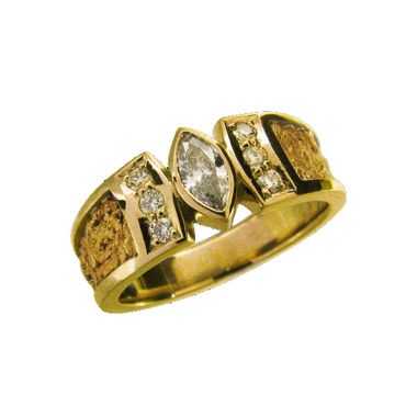 Gold ring, diamonds