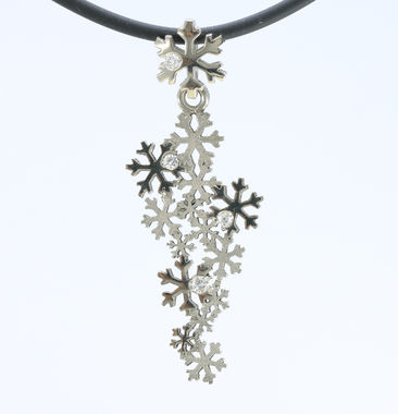 First snow, big pendant, white gold