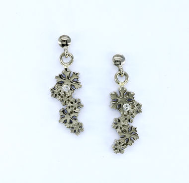 First snow, white golden diamond earrings
