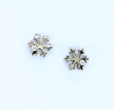 First snow, ear studs in white gold